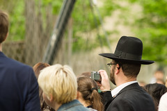 20160529-_IMG2793-Edit (fleetingphotons) Tags: london hat crowd metaphotography londonzoo pentaxk1 smcpentaxa200mmf28ed