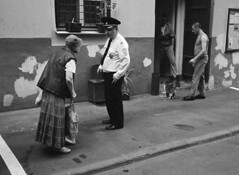 Community Police Officer. Moscow. 06.2016 (Woodent) Tags: bw film cat moscow streetphotography police diafine 800 fujineopan400 nikons32000 wnikkor3518
