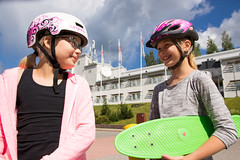 tytot kesalla Tahkolla (VisitLakeland) Tags: travel girls summer cloud tourism girl finland hotel break kick board sunny center activity lakeland kickboard sokos kes pilvet tahko tahkovuori pilvi tytt aurinkoinen matkailu rullalauta potkulauta matkailukeskus aktiviteetti