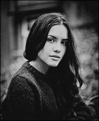 Izabella (Hasse Linden) Tags: portrait 120 mamiya film beauty analog mediumformat model retrato 6x7 ritratto expiredfilm izabella rb67 portrtt pellicola