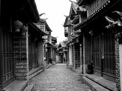 city streets - lijang, china 7 (Russell Scott Images) Tags: old city lijiang yunnanprovince china blackwhite russellscottimages