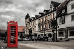 An einem anderen Ort zu einer anderen Zeit (Rainer M. Ritz) Tags: rot sepia nikon streetscene telefon telephonebox seesen wwwrainerritzde rainerritzfotografie fotos2016