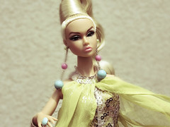 Poppy Camera Loves Her 04 (Belenojon) Tags: camera fashion toys mod doll her poppy loves 12 royalty parker integrity