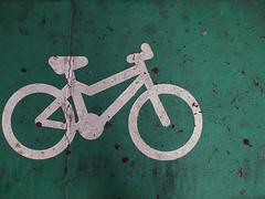 Bike symbol (Lukinator) Tags: white green texture bike sign hole symbol turquoise mini holes schild finepix fujifilm loch grn middle simple weiss mitte minimalistic minimalist fahrrad zeichen hs20 lcher trkis textur simpel minimalistisch anzeichen