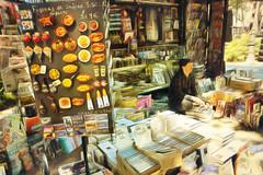 El Kiosko (antonio-gonzalez) Tags: exterior revistas libros libreria kiosko callejero negocio
