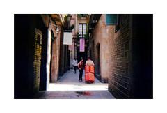 Back again (Salva G.) Tags: barcelona street people color film analog 35mm lights lomography shadows streetphotography 400 pelicula analogue asa 35 butano analogic analogico konstructor pellicula thebarcelonist barcelonist