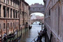 VENEZIA - BRIDGE OF SIGHS (Punxsutawneyphil) Tags: europe europa italia italy italien italian italienisch italiano venice venedig venezia travel pontedeisospiri bridgeofsighs seufzerbrcke brcke bridge canal kanal gondel gondeln gondola gondolas