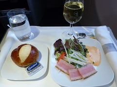 201304128 LH411 JFK-MUC dinner (taigatrommelchen) Tags: food dinner airplane inflight business meal lufthansa dlh a330300 flyingmeals lh411 daikq jfkmuc 20130415