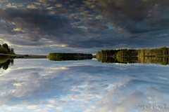 Upside down (patteri) Tags: sky lake reflection tree clouds canon mark 5d tamron vesi pilvet jrvi heijastus taivas 2875 peilikuva