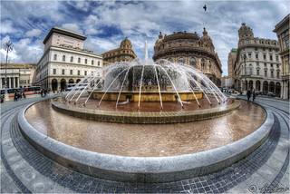 Genova fontana piazza De Ferrari Fisheye 2013-03-13 135342
