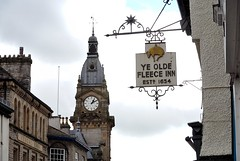 Kendal Townhall (Keith Grafton) Tags: tower clock weather cumbria vane kendal yeoldefleeceinn