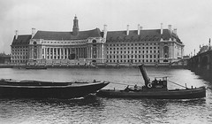 Westminster Bridge (Leonard Bentley) Tags: uk 1920s london tug lighters riverthames metropolitan countyhall westminsterbridge lcc westminsterpier canonrow cannonrow articulatedfunnel