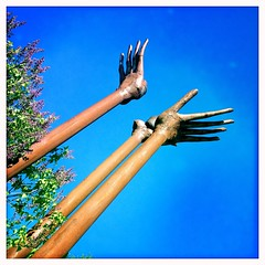 Toucher le ciel. (Cyrille Farr) Tags: sculpture trois bleu ciel mains rivires uploaded:by=flickrmobile flickriosapp:filter=nofilter