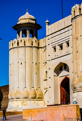 Lahore Fort (Ibrahim.Sayed) Tags: old pakistan architecture buildings ancient nikon fort symmetry era 1855 nikkor lahore lahorefort subcontinent mughal 55200 mughals d5100