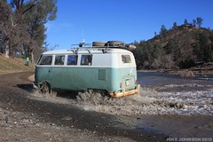 Eej, Dry Creek crossing, SST (zombikombi1959) Tags: california bus northerncalifornia vw creek river drycreek crossing offroad splash camper sst 2013 offthebeatentrack shastasnowtrip