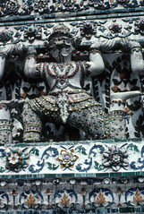 Figure, Wat Arun Temple, Bangkok (1982) (Duncan+Gladys) Tags: thailand bangkok enhanced th