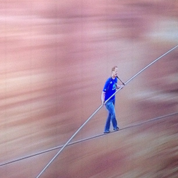 Wallenda crossing the Grand Canyon without any safety cable live on the Discovery Channel!