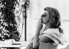 il 1 tiro (FulvioCM) Tags: parco relax donna bn occhiali sigaretta foligno