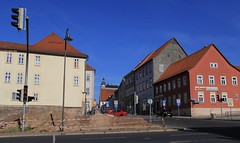 VRbank will build a new building, where a hundreds of years old house was pulled down. (:Linda:) Tags: street house germany trafficlight town cityhall thuringia baustelle townhall rathaus constructionsite renaissance hildburghausen bauplatz