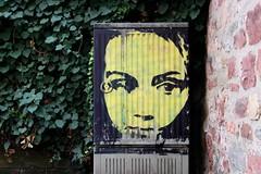 Geheimnisvolles Frauengesicht (traumblau) Tags: streetart gesicht frau stromkasten guesswheretrier