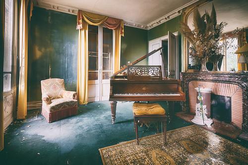 {Urbex} Manoir aux bouquets - La salle au piano