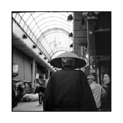 shinto  tokyo, japan  2014 (lem's) Tags: street japan rolleiflex tokyo monk shinto rue japon galleria planar alle moine