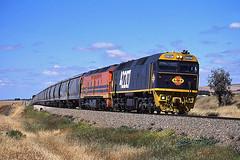 img898_1U11_221004_42207 (Bingley Hall) Tags: train clyde track diesel tr