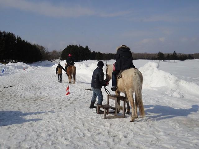 雪の上での乗馬体験|ザ・ノースカントリーゴルフクラブ