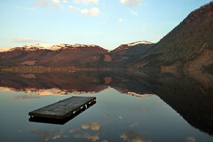 Speilet flte -|- Mirrored raft (erlingsi) Tags: reflection norway mirror reflet raft volda waterscape sunnmre noreg spegling flte rotevatn speilet