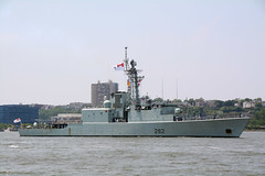 The HMCS Athabaskan (DDG 282) Is An Iroquois- Class Destroyer That Has Served In The Royal Canadian Navy. It Is Participating In The 2016 New York City Parade Of Ships To Mark The Start Of 2016 Fleet Week In New York City. Photo Taken Wednesday 052516 (ses7) Tags: nyc royal canadian week fleet hmcs athabaskan navy2016