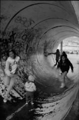 Kids in a pipe, Genoa (MarcoFlicker) Tags: italy pentax genoa genova 28 rodinal mx ilford fp4 f28 smcm