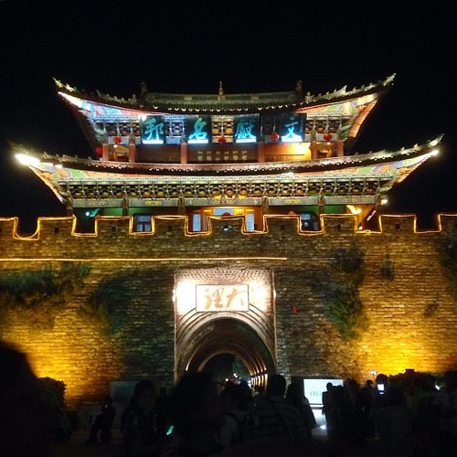 One of Dali's ancient mega gates. #ohthehoards #中国 #dali #latergram