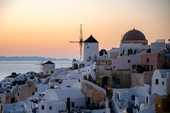 Soleil couchant sur Santorin (Tommy PIA) Tags: voyage travel sunset moulin santorin grce oia coucherdesoleil pointview