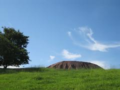 Montanha (Ricardo_oJr) Tags: sky tree azul clouds cu diversas rvore montanha nvens nvem 2011 valinhos