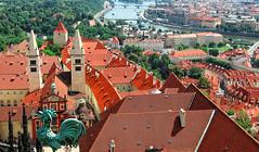 LES TOITS DE PRAGUE (Rafet) Tags: toits prague rouge ponts