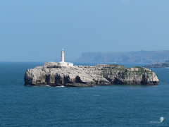 Faro de Mouro (0_miradas_0) Tags: sea lighthouse rock de faro island mar cliffs isla roca acantilados cantbrico mouro