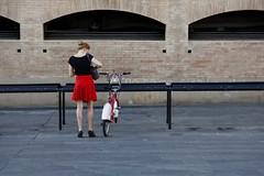 Barcelona. 2013. (Jose_Prez) Tags: barcelona girl bike rojo bicicleta bici