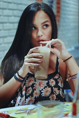 Milk-Shake Girl (TheJennire) Tags: camera light portrait people luz girl face fashion canon hair cores photography photo eyes colours foto drink sister chocolate pastel young lifestyle style olhos colores teen ojos indie fotografia milkshake camara cabelo pelo cabello thefifties tumblr