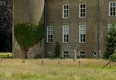 Hackfort castle (joeke pieters) Tags: 1280055 panasonicdmcfz150 kasteelhackfort castle vorden achterhoek gelderland nederland netherlands holland beeld sculpture natuurmonumenten fence