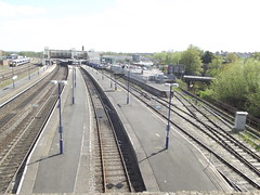 Banbury Station - view from the Bridge Street Bridge (ell brown) Tags: greatbritain england unitedkingdom taxi taxis carpark oxfordshire britishrail banbury chiltern cherwell disabledparking nationalrail bridgest chilternrailways tramwayrd bridgestreetbridge class165 banburystation chilternmainline bridgestbanbury fastfrequenttrainstolondonandbirmingham