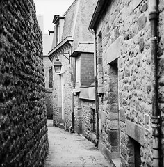 Alleys around the Monastery (2) (Purple Field) Tags: street bw france 120 6x6 tlr film monochrome saint analog rolleiflex alley kodak trix 400tx michel mont   f28  schneider kreuznach sqare 80mm    28f xenotar        stphotographia x