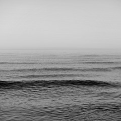 Le festin #17 (The smiling monkey) Tags: sea mer waves calm minimalism vagues calme minimalisme infini