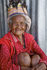 Philippines, Banaue, Old Ifugao traditional tribal woman smiling  9834 (Jaydene Chapman) Tags: old woman smile costume southeastasia traditional philippines feather unescoworldheritagesite oldwoman colourful woven banaue ethnic ifugao cordillera luzon headdress wrinkled greyhair pongot