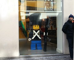The Legoman royal guard and his human guard (Sonee ~ (SC)) Tags: art copenhagen denmark toy photography lego leg guard streetphotography samsung worldwide danish royalguard destination dailylife incredible 1949 billund interlocking geotagging legoman constructiontoys giantlegoman olekirkchristiansen norealthanyouare thelegogroup samsunggalaxys3 samsunggalaxysiii