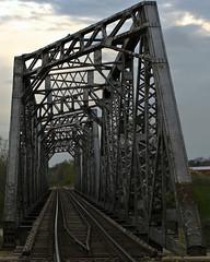 Truss (Electric Funeral) Tags: railroad bridge digital train canon photography midwest nebraska railway iowa fremont kansascity railcar missouri lincoln kansas traincar omaha freight bnsf desmoines freighttrain truss councilbluffs benched benching xti