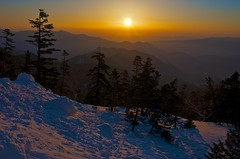 Sunrise view from a spring mountain (Yoshia-Y) Tags: sunrise mtnorikura kuraugahara