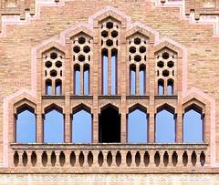 Barcelona - Urgell 173 f (Arnim Schulz) Tags: barcelona espaa art window architecture liberty ventana spain arquitectura arte fenster kunst catalonia finestra artnouveau gaud architektur catalunya espagne fentre modernismo catalua spanien modernisme jugendstil espanya katalonien stilefloreale belleepoque baukunst