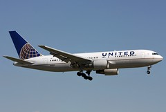 N68160 United 767-224ER landing at KCLE (GeorgeM757's Photostream) Tags: airplane airport aircraft united continental boeing 767 clevelandhopkins widebody cle 30439 alltypesoftransport 767224er georgem757sphotostream