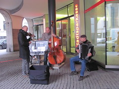 Konnexion Balkon -- the wonder of live music (M & J Hos) Tags: germany munich buskers