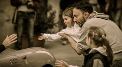 Gimme (miglio) Tags: baby girl race kid hand montalcino toscana gimmefive millemiglia carrace sanquiricodorcia ef100mmf2usm canoneos7d